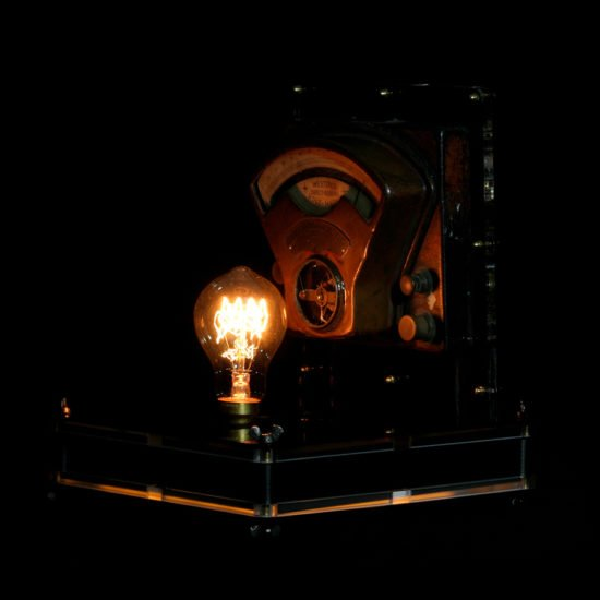 Authentic vintage table lamp high voltage put forward by Light My Vintage with nice fintion