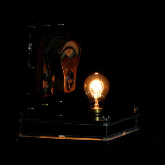 Authentic vintage table lamp high voltage described by Light My Vintage with an original and trendy light due to its industrial design